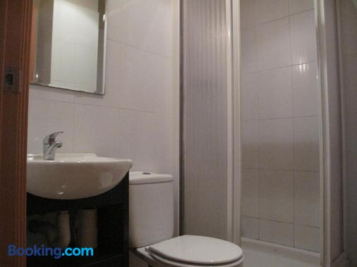 Hostal Lk - Barcelona - Bathroom