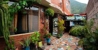 Hotel La Casa Amarilla City - Banos - Outdoors view