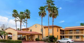 La Quinta Inn by Wyndham Laredo I-35 - Laredo - Edificio
