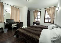 Hotel Theatre - Manastır - Yatak Odası
