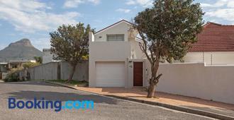 20 belladonna avenue devilspeak - Cape Town - Bygning