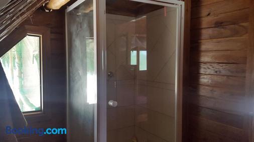 Pura Vida Lodge - Inhambane - Bathroom