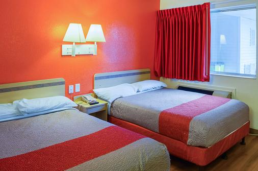 Motel 6 Charleston South - Charleston - Phòng ngủ