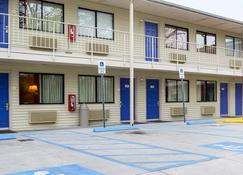 Motel 6 Charleston South - Charleston - Building