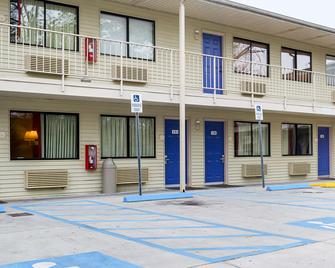 Motel 6 Charleston South - Charleston - Building