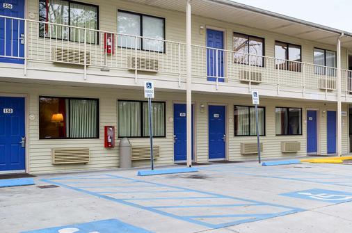 Motel 6 Charleston South - Charleston - Toà nhà