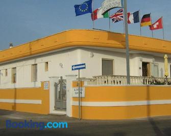 Albergo Europa - Taviano - Building