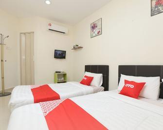 OYO 89902 Semerah Suites Homestay - Pontian Kechil - Schlafzimmer