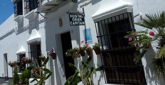 Hostal Gran Capitan - Chipiona - Building