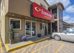 Econo Lodge Inn & Suites - High Level - Building