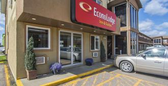 Econo Lodge Inn & Suites - High Level