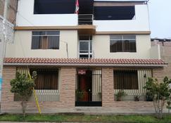 Nasca Travel One Hostel - Nazca - Building