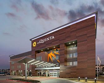 La Quinta Inn & Suites By Wyndham Dfw West-Glade Parks - Euless - Building