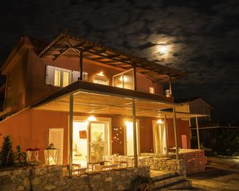 Bello Horizonte Rooms & Apartments - Gytheio - Gebouw
