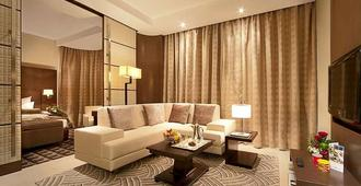 Oaks Liwa Executive Suites - Abu Dhabi - Living room