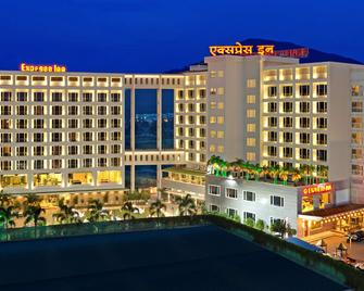 Express Inn The Business Luxury Hotel - Nasik - Building