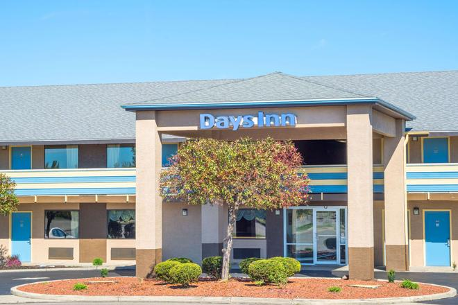 Days Inn by Wyndham Dayton Huber Heights Northeast - Dayton - Building
