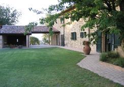 Azienda Agraria Montelujano 酒店 - 古比歐 - 古比奧 - 室外景