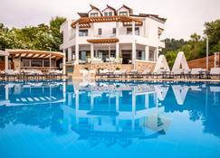 Poseidon Hotel - Patras - Uima-allas