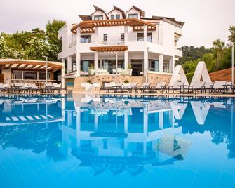 Hotel Poseidon - Patrasso - Piscina
