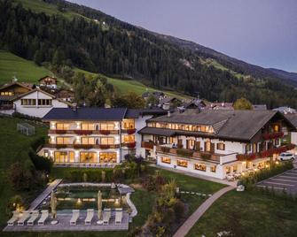 Hotel & Residence Rainer Eggele - San Candido - Building