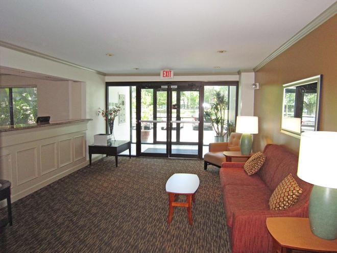 坦帕機場紀念高速公路美國長住酒店 - 坦帕 - 坦帕 - 客廳