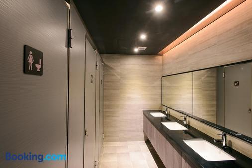 Kiwi Express Hotel-Taichung Station Branch II - Taichung - Bathroom