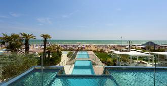 Hotel Le Soleil - Jesolo - Bể bơi