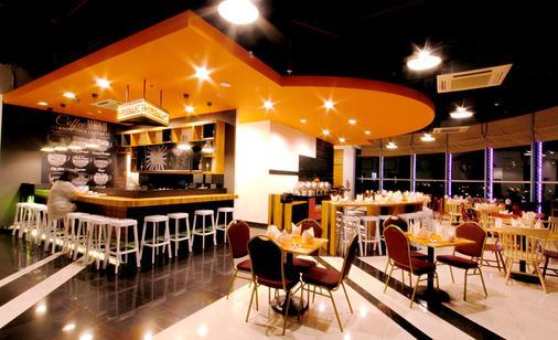 Metro Indah Bandung Hotel - Bandung - Bar