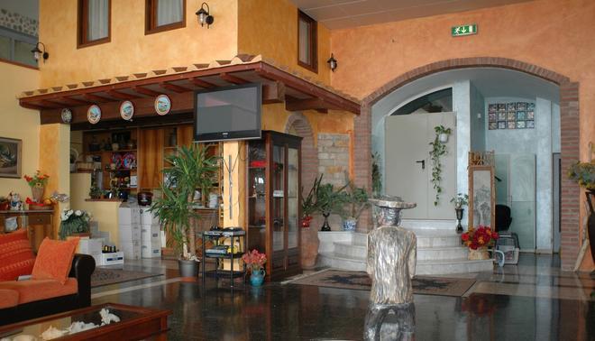 Hotel Esperia - Пьомбино - Лобби
