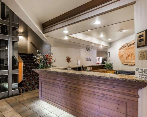 Quality Suites - Moab - Front desk