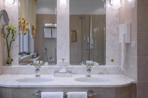 Apollo Hotel Bratislava - Bratislava - Bathroom