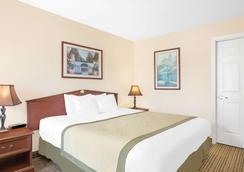 Baymont Inn And Suites Meridian - Meridian - Bedroom