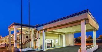 Days Inn by Wyndham Ashland - Ashland - Building