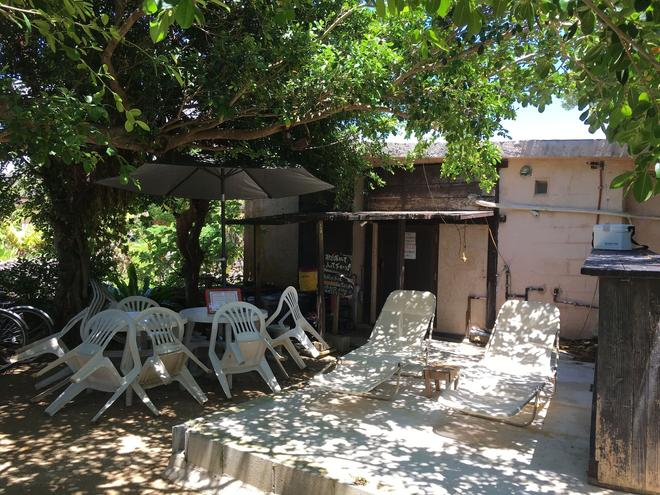 Taketomi-jima Guesthouse & Jetaime - Hostel - Ишигаки - Патио