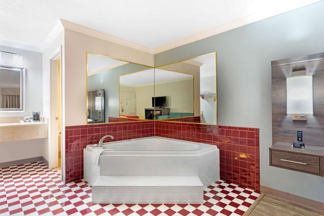 Econo Lodge Byron - Warner Robins - Byron - Bathroom