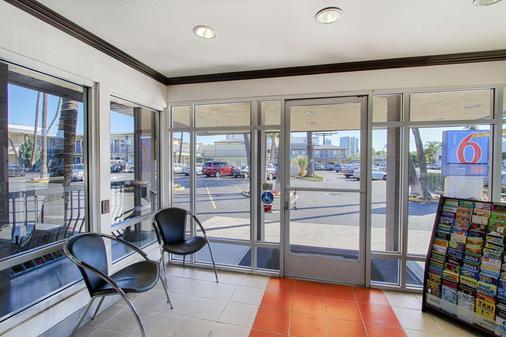 Motel 6 San Diego Airport Harbor - San Diego - Balcon
