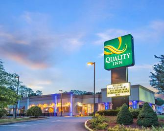 Quality Inn & Conference Center - Brattleboro - Gebouw