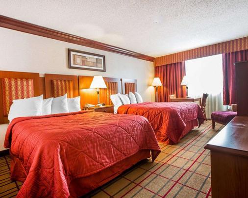 Quality Inn & Conference Center - Brattleboro - Bedroom