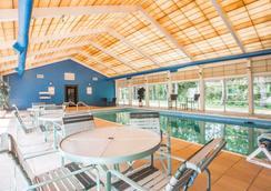 Quality Inn & Conference Center - Brattleboro - Pool