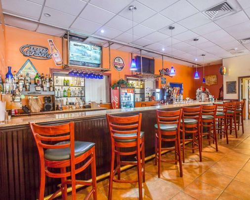 Quality Inn & Conference Center - Brattleboro - Bar
