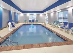 La Quinta Inn & Suites by Wyndham Springfield IL - Springfield - Basen