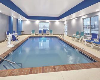 La Quinta Inn & Suites by Wyndham Springfield IL - Springfield - Bazén