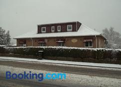 Glenfern Guest House also Seperate Cottage with sole use of Hot Tub - Alexandria - Building