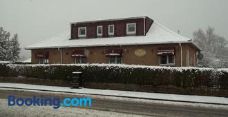 Glenfern Guest House & Separate Cottage with Hottub - Alexandria - Building