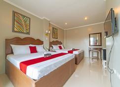 RedDoorz @ Old Buswang Road - Kalibo - Bedroom