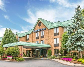 Comfort Inn Utica - Utica - Building