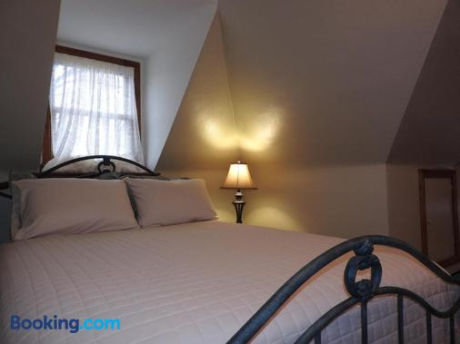 Champaign Garden Inn - Champaign - Bedroom