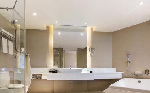 Cape Dara Resort - Pattaya - Bathroom