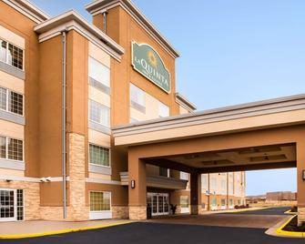 La Quinta Inn & Suites by Wyndham Rochester - Rochester - Building
